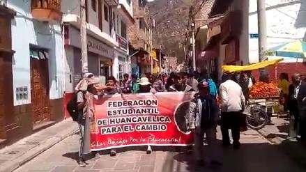 Huancavelicanos acataron paro de 48 horas en apoyo a profesores