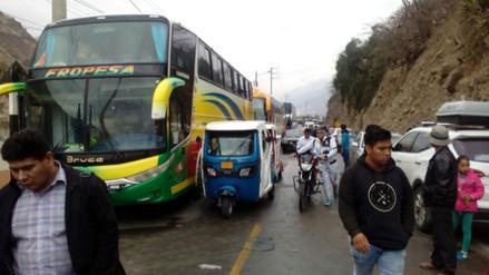 Profesores en huelga bloquearon la Carretera Central en Huánuco