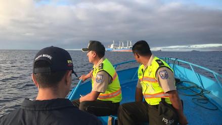 Galápagos | Prisión y millonaria multa para tripulantes de barco chino que transportaba tiburones