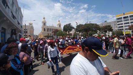 Docentes de Chiclayo tomaron parque principal al cumplir 40 días de huelga