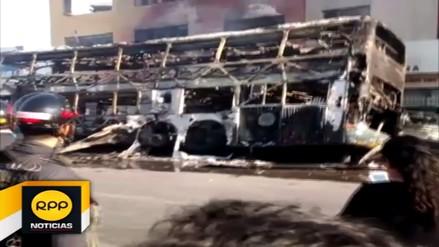 Bus interprovincial se incendia en taller de Chimbote