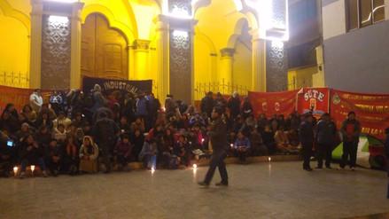 Profesores puneños radicalizan protesta con vigilia y huelga de hambre