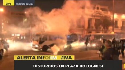 Graves enfrentamientos en la Plaza Bolognesi entre profesores y policías