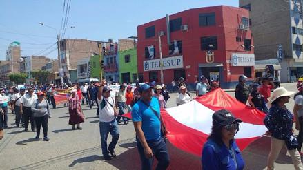 Docentes en huelga retan a gobernador regional a ejecutar contratos