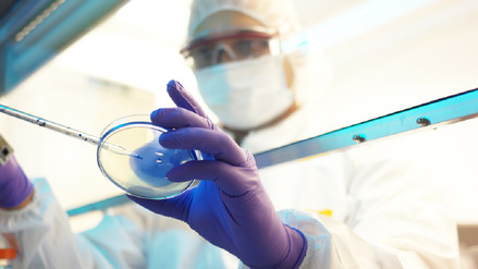 EE.UU. aprobó primer tratamiento genético contra el cáncer