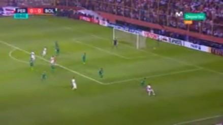 Farfán, Cueva y Flores armaron una brillante jugada que pudo ser gol