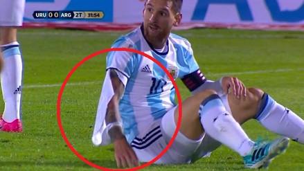 Jugadores uruguayos no podían contra Lionel Messi y le rompieron su camiseta