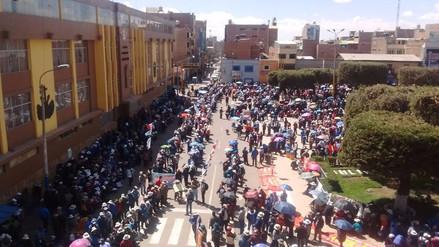 Docentes de Puno se concentran en la plaza de armas de Juliaca