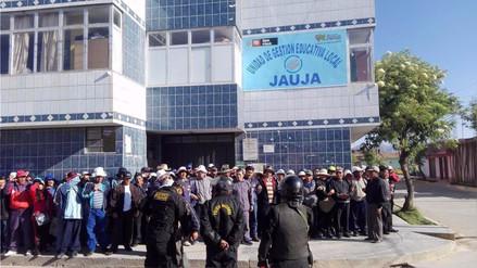 Profesores impidieron ingreso de trabajadores a la Ugel de Jauja