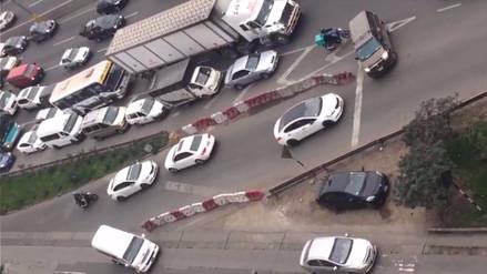 Conductores irresponsables generan congestión vehicular en la Panamericana Sur