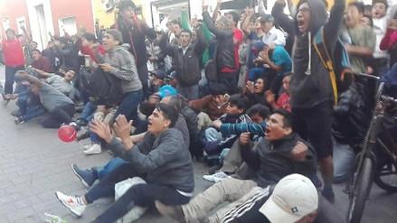 Trujillanos celebran triunfo de Perú sobre Ecuador