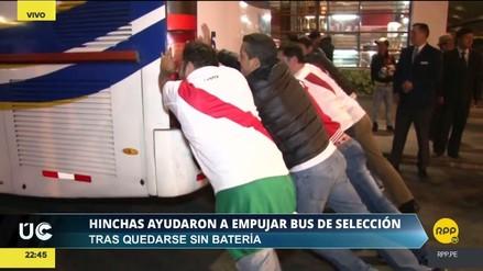 El bus de la Selección se quedó sin batería y fue empujado por los hinchas