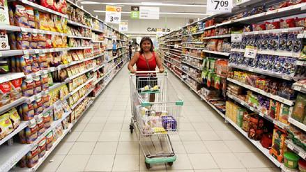 Seis de cada 10 familias peruanas buscan reducir o mantener su presupuesto