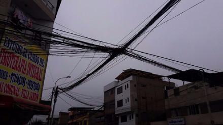 VMT: Cables enredados generan preocupación y alertan a vecinos
