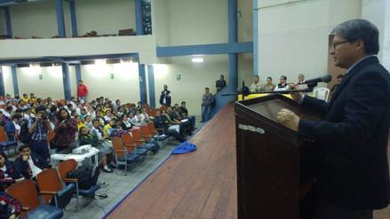 Expresidente de Sala Antiterrorista dictó conferencia a más de 300 escolares