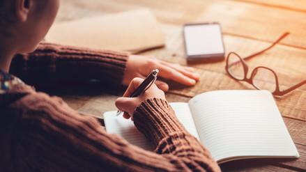 Escribir a lápiz y papel mejora el aprendizaje, según la ciencia
