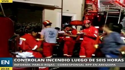 Controlan incendio que arrasó con cuatro centros comerciales en Arequipa