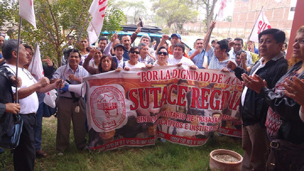 Trabajadores Administrativos de colegios de Piura suspenden huelga