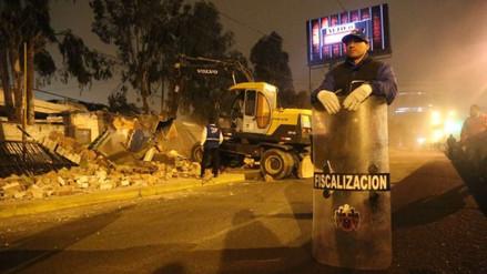 La Municipalidad de Lima derribó el cerco del Jockey Club esta madrugada