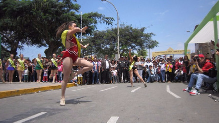 Festival de la Primavera: reinas y bastoneras derrochan carisma en Laredo