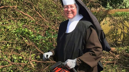 Ella es la hermana Margaret Ann, la monja de la motosierra