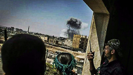 Aviones sirios y rusos bombardearon a las FSD y la coalición de EE.UU. en Siria
