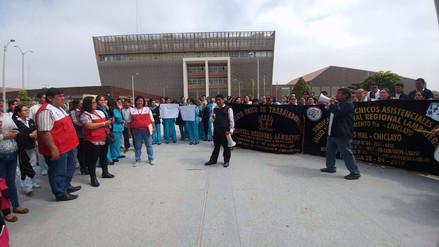 Trabajadores del Hospital Regional acatan paro exigiendo más presupuesto