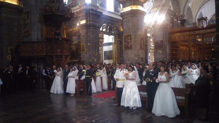 Oficiales y suboficiales de la policía contrajeron nupcias en matrimonio masivo