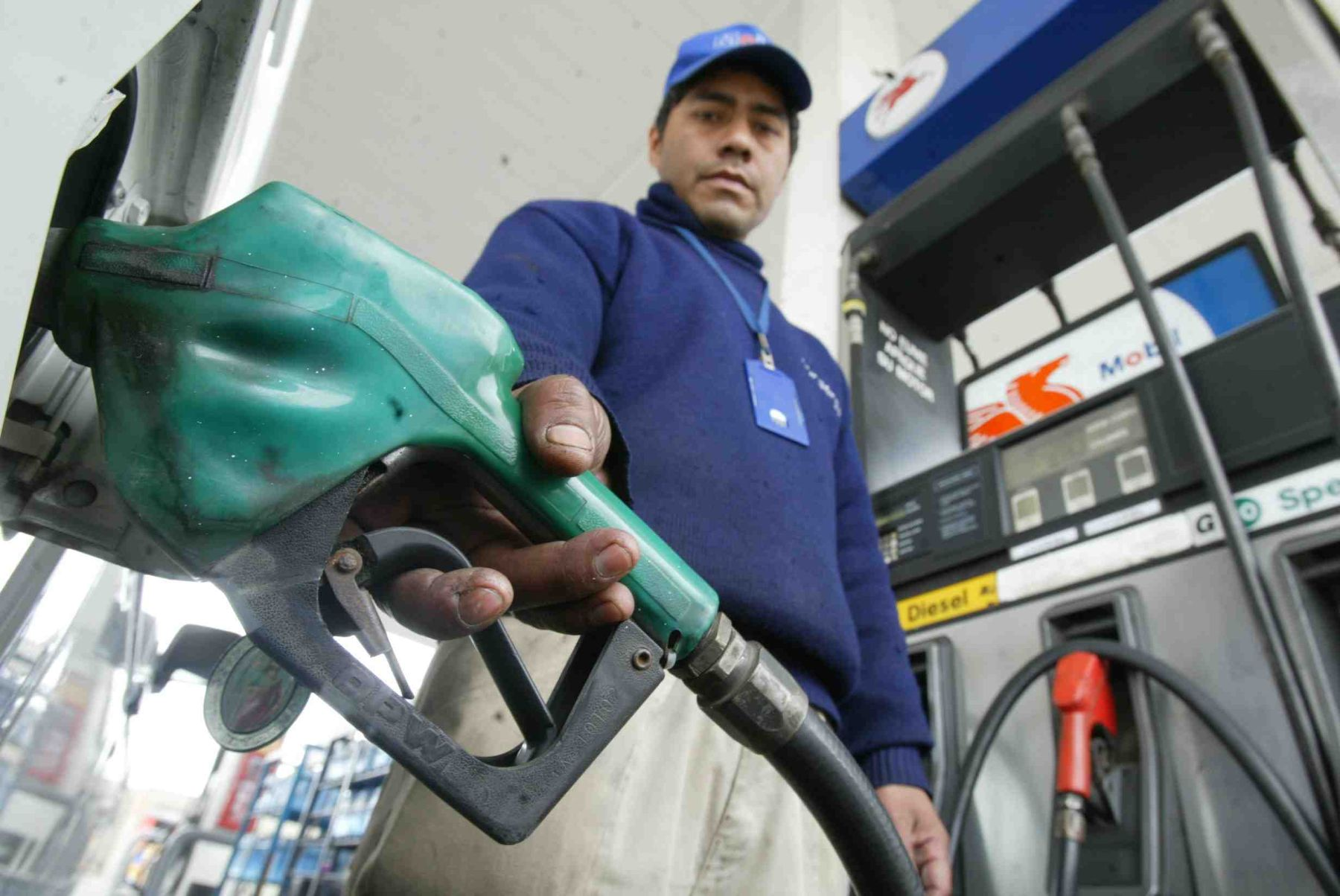 Suben precios de combustibles en últimas semanas, advierten