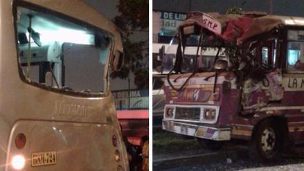 S.J.L.: Cuatro personas quedaron atrapadas tras choque de dos vehículos