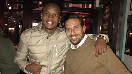 André Carrillo se juntó con Claudio Pizarro en Londres