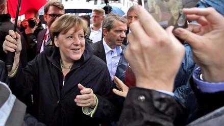 Una mujer de 63 años intentó agredir con un paraguas a Angela Merkel en un mitin