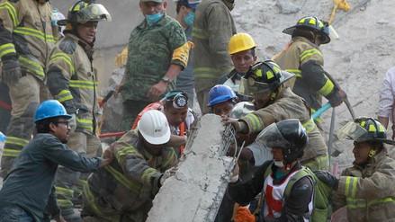 Miles de rescatistas trabajan contrarreloj para salvar vidas en México