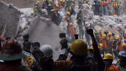 Dos mujeres fueron rescatadas entre escombros de un edificio en Cuauhtémoc
