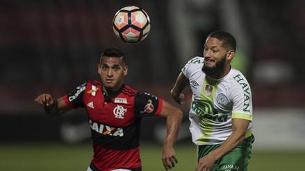 Miguel Trauco inició el gol de Flamengo con un brillante pase largo