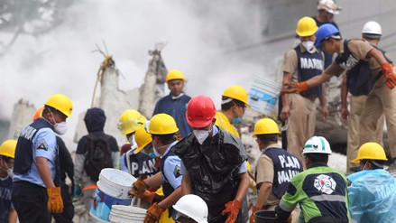 Hay 50 personas bajo los escombros en la Ciudad de México, según cálculos de las autoridades