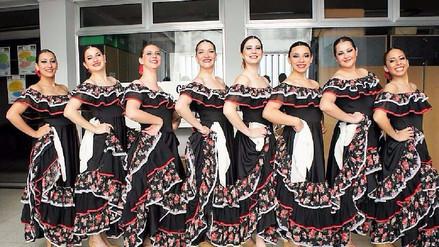 Danzas folklóricas de seis países en feria del Señor de Huamantanga
