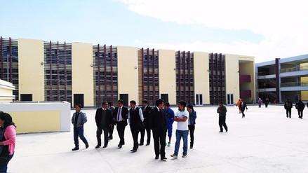 Huancayo: congresista inspecciona el Colegio Santa Isabel