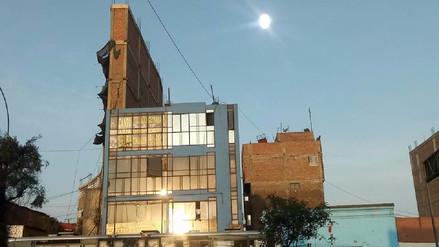 El edificio imposible: tiene 1.2 metros de ancho, 7 pisos y está en la avenida Abancay