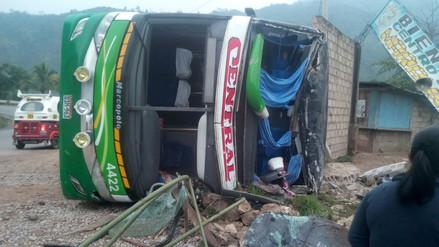 Un muerto y 25 heridos dejó despiste de bus en Chanchamayo
