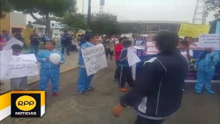 Escolares de colegio Antonio Raimondi de Trujillo protestaron