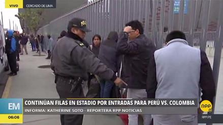 La Policía desalojó a personas que hacían cola por entradas para el Perú vs. Colombia
