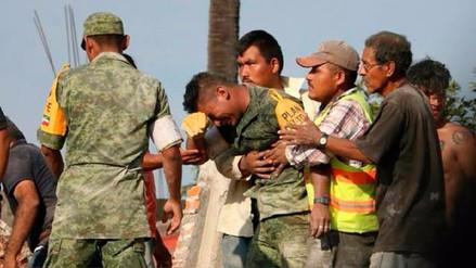 La historia de la foto del soldado rescatista que estremeció a México