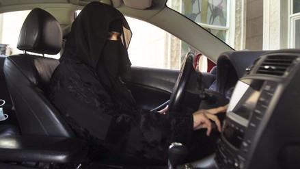 Rey de Arabia Saudita autorizó que las mujeres obtengan licencia de conducir