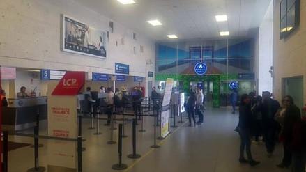 Setenta escolares varados por más de 12 horas en aeropuerto de Arequipa