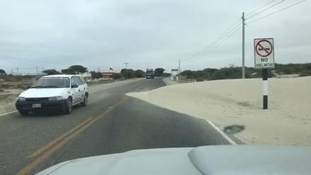 Conductores reportan desprendimiento de arena en carretera Sechura - Bayóvar