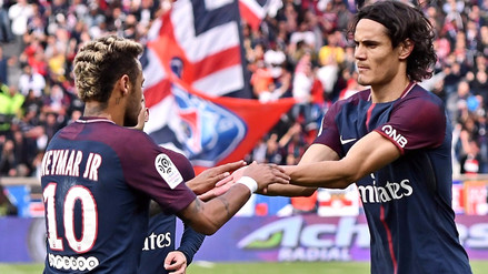 Así fue la celebración de Neymar con Edinson Cavani tras anotar de penal