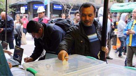 Chilenos votan en plebiscito para reemplazar el sistema privado de pensiones que impuso Pinochet