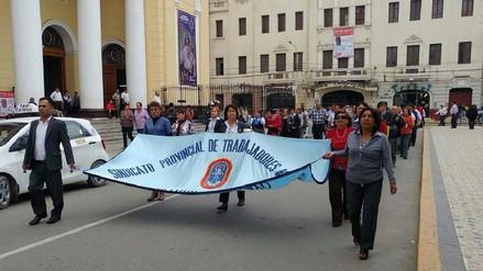 Trabajadores de la municipalidad de Chiclayo protestan por pagos