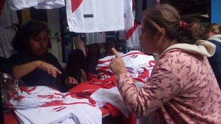 Trujillo: incrementa la venta de polos de la selección peruana de fútbol